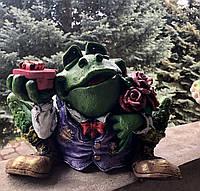 Копилка: лягушка с подарками