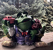 Скарбничка: жаба з подарунками