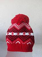 Теплая вязаная  шапка с бубоном