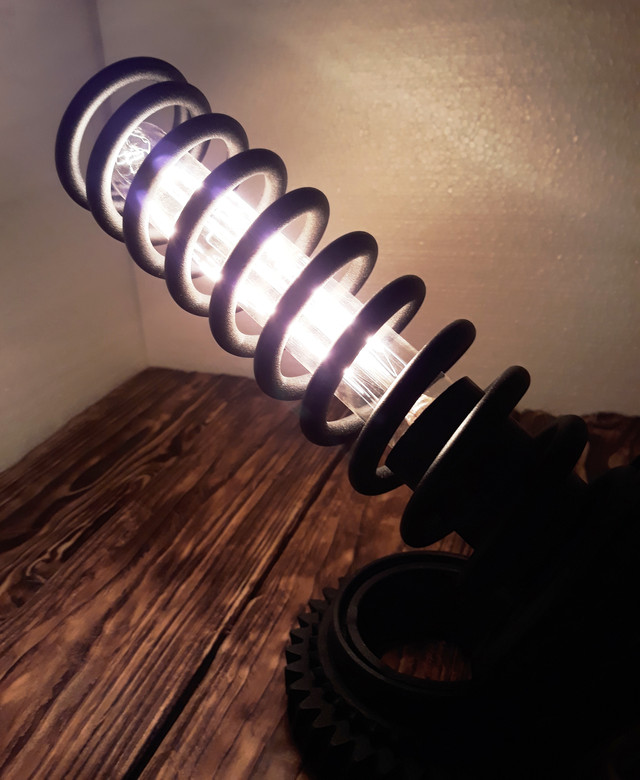 светильник в стиле лофт на подставке из шестеренки
