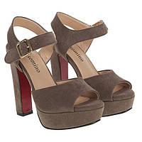 С чем нельзя сочетать босоножки на каблуке: модные запреты от Мариго!