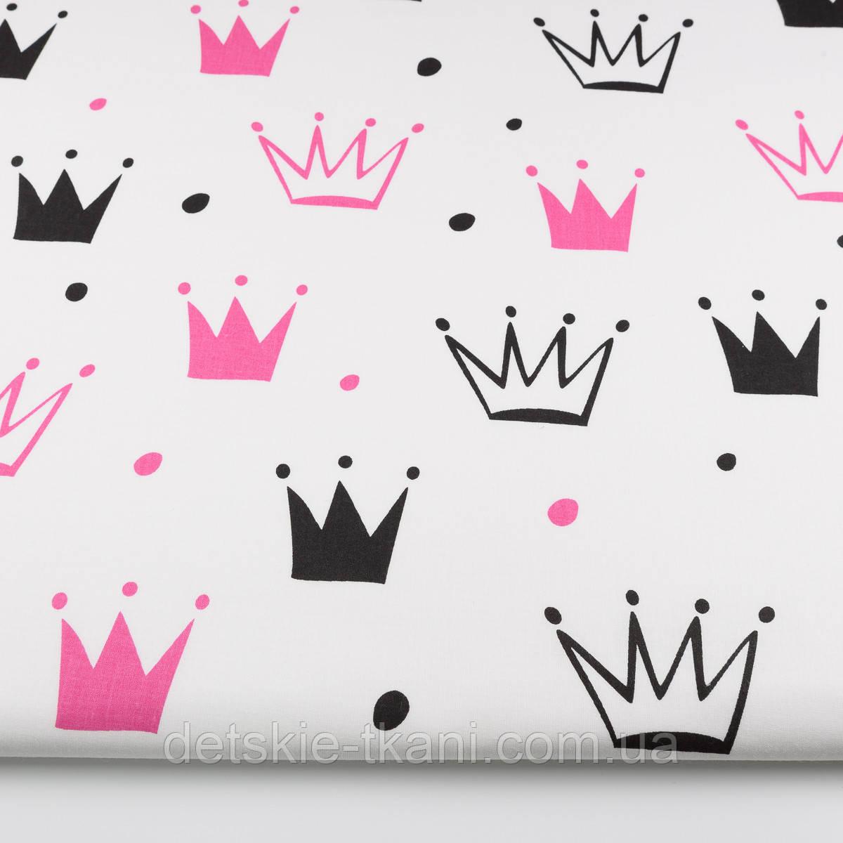 """Ткань хлопковая """"Нарисованные короны"""" малиновые и чёрные на белом (№1334а)"""