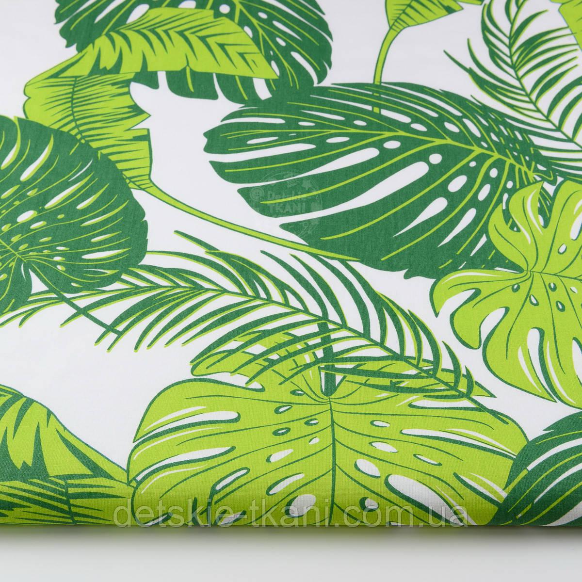 """Ткань хлопковая """"Листья монстеры и пальмы"""" большие, зелёные на белом, без ромбов №1339"""