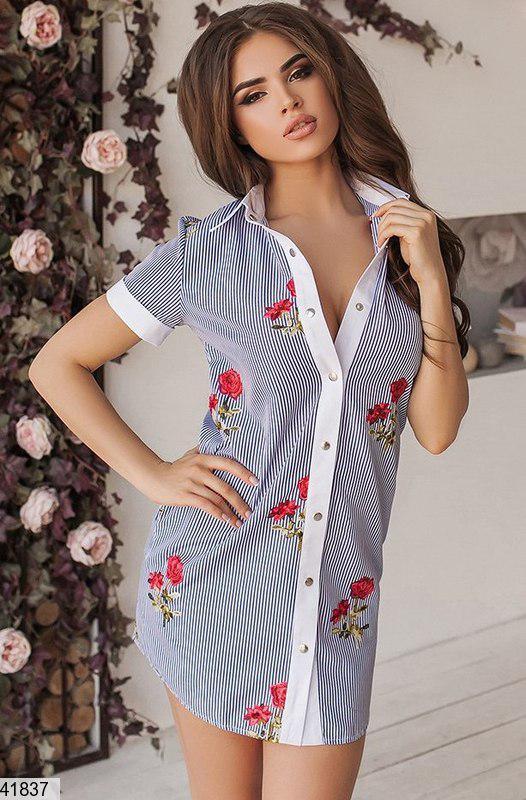 Летнее платье выше колен на пуговицах прямое с воротником черное полосатое с розами