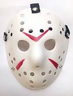 Маска Джейсона белая пластик с красными полосками на Хэллоуин