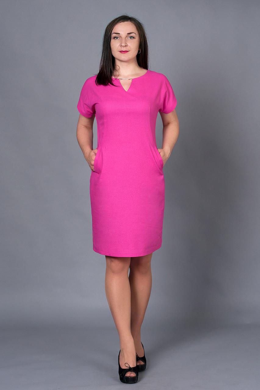 Модное женское платье из льна малинового цвета