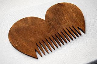 """Деревянный гребешок для бороды и усов """"Сердце-2"""" ручной работы"""