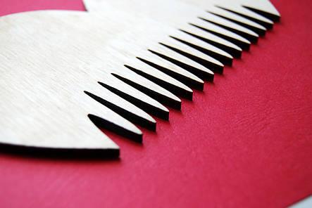 """Деревянный гребешок для бороды и усов """"Сердце"""" ручной работы , фото 2"""