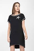 Стильное женское платье украшено звездой с жемчугом, черное