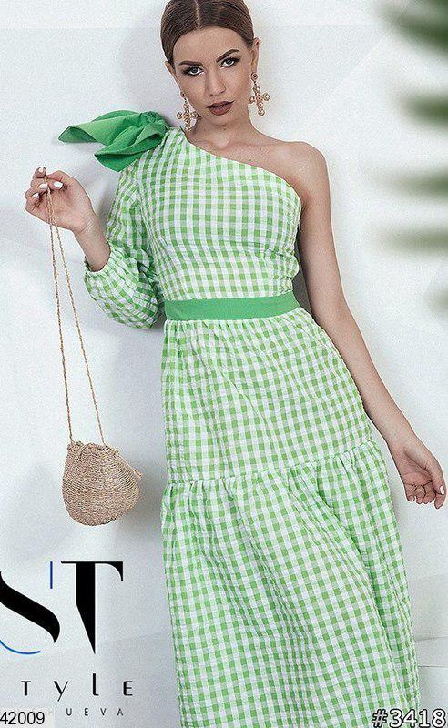 Летнее платье миди полуоблегающее один рукав с бантом зеленое