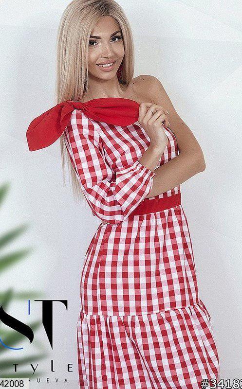 Красивое платье средней длины полуприталенное один рукав бант коттон жатка в клетку красное