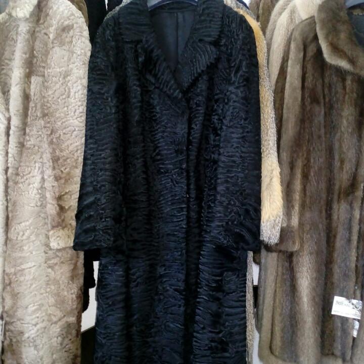 Красивое пальто каракульча черная натуральная размер 48 50 в кредит