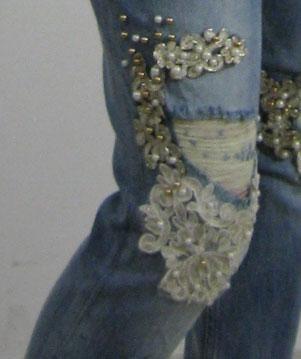 f58345250e5 Джинсы женские летние модные рваные с камнями под жемчуг и гипюром ...