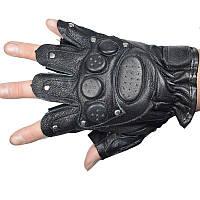 Кожаные перчатки без пальцев с заклепками