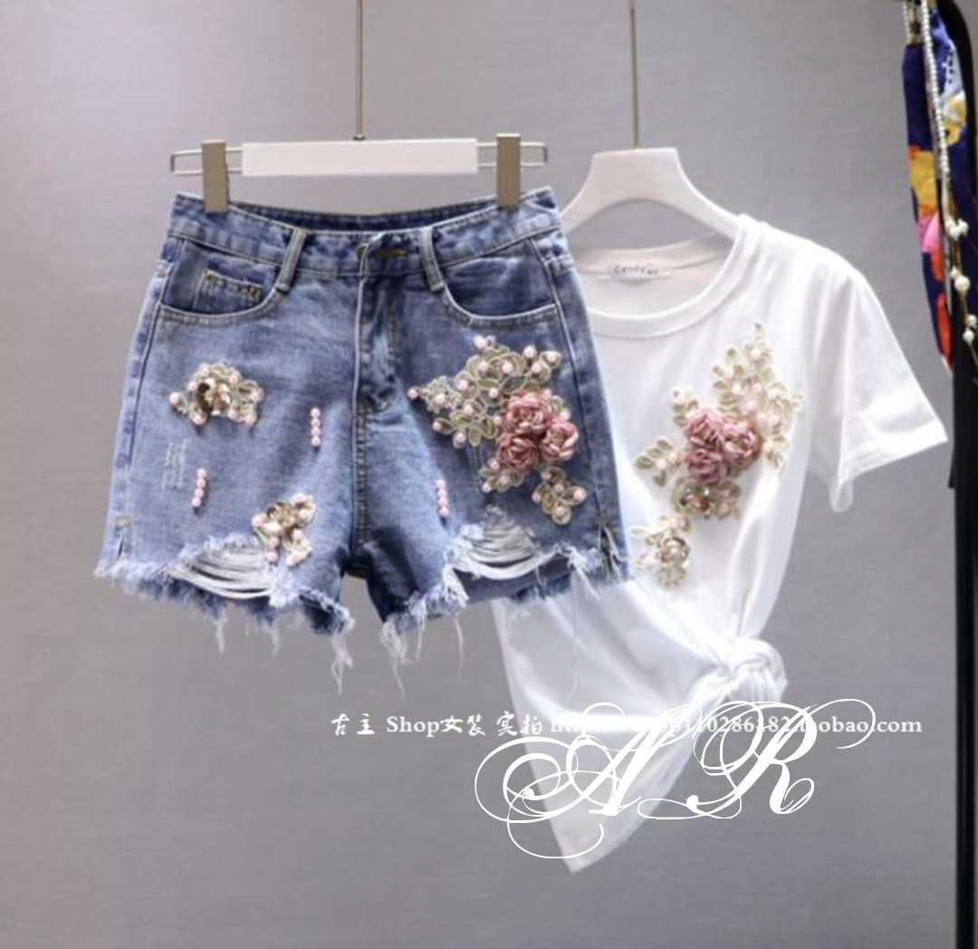 be0726553454b2 Молодежный, женский, летний костюм: футболка и джинсовые шорты