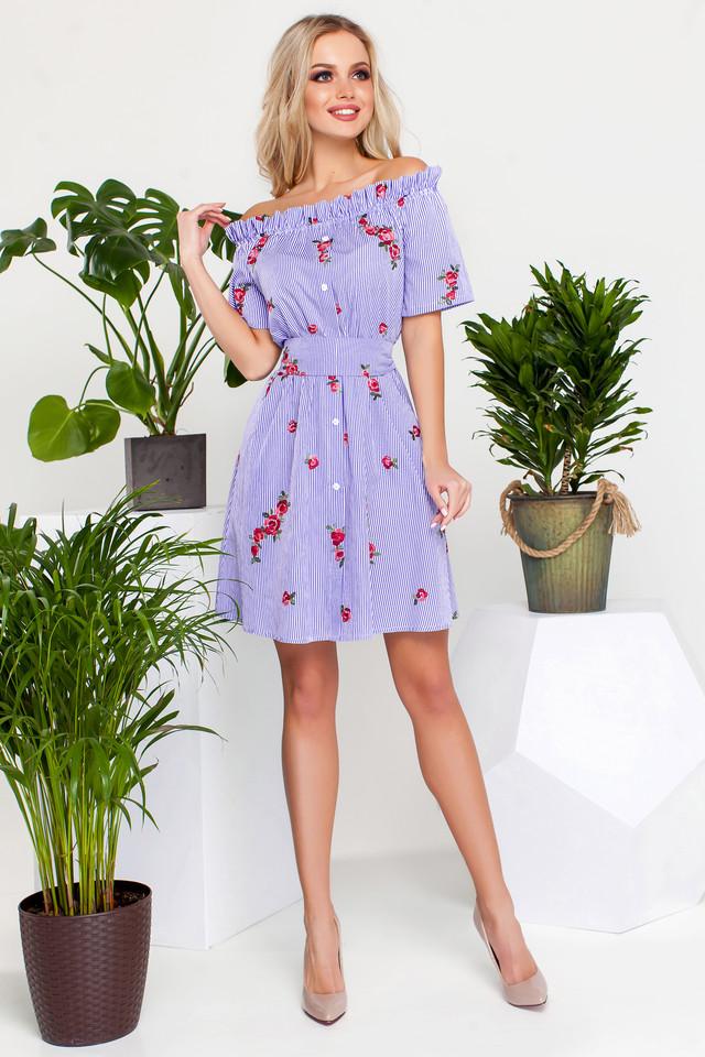 7bcda9ef115 Легкое платье в полоску с вышивкой поможет создать яркий образ в летние  дни. Модель свободного кроя со спущенными плечами