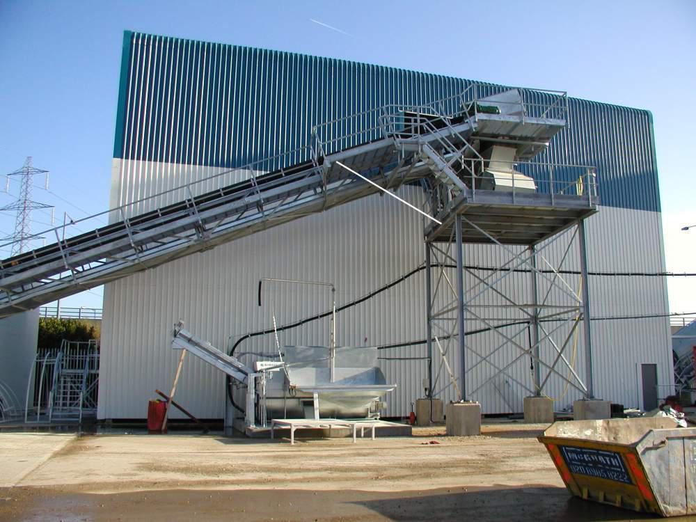 Стационарный бетонный завод ELBA EBC-B с линейным бункером инертных материалов и ленточным транспортером