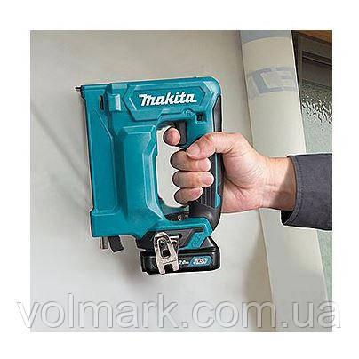 Аккумуляторный степлер Makita ST 113 DWAJ, фото 2