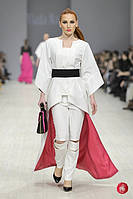 Белый плащ  от бренда Vlada Nazik