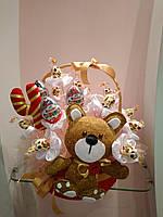 Букет из конфет для детей с мягкой игрушкой мишкой ручной работы