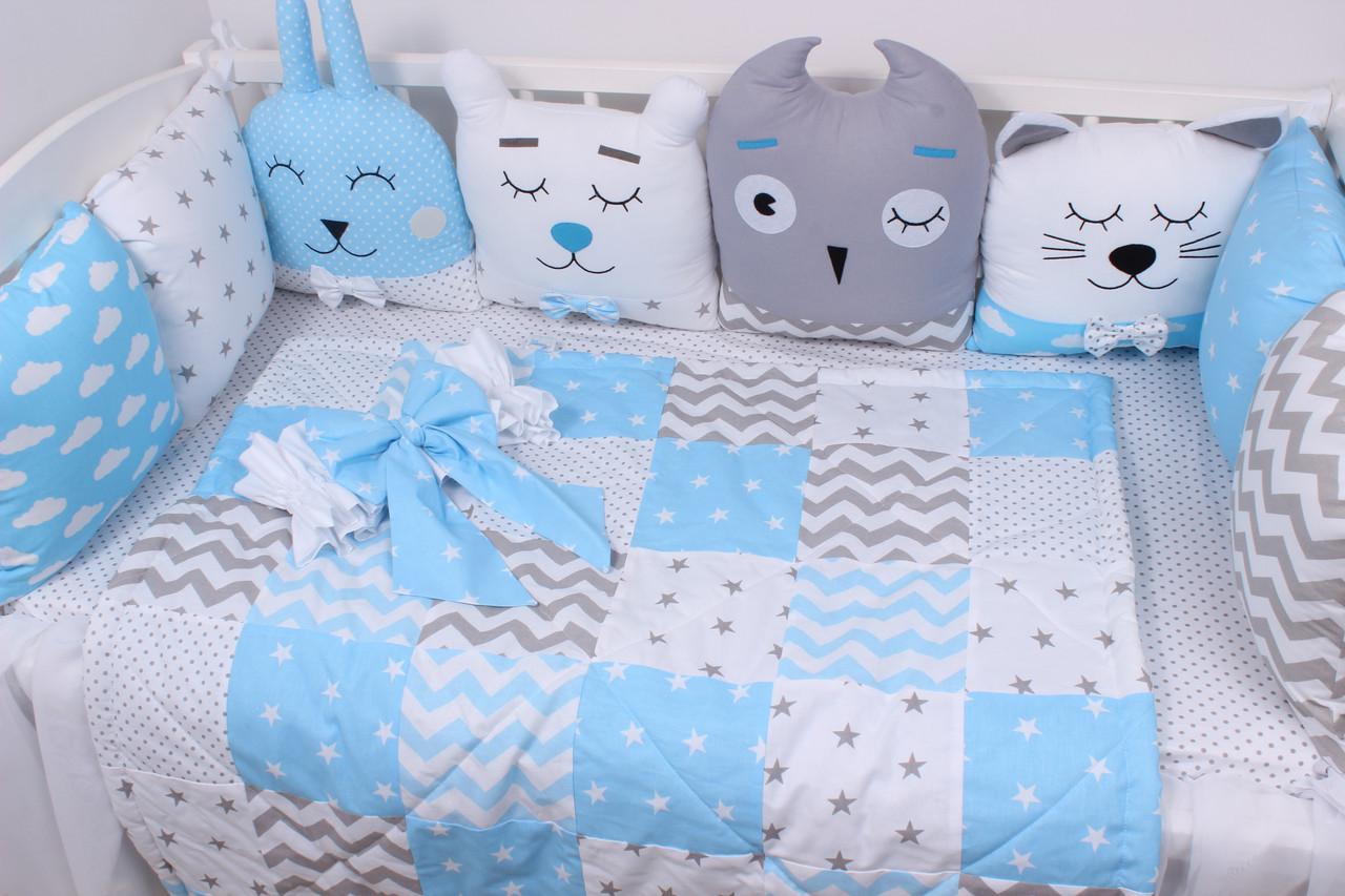 Комплект в детскую кроватку с зверюшками в голубых тонах