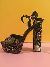 Черные босоножки на толстом каблуке с вышитыми цветами , копия