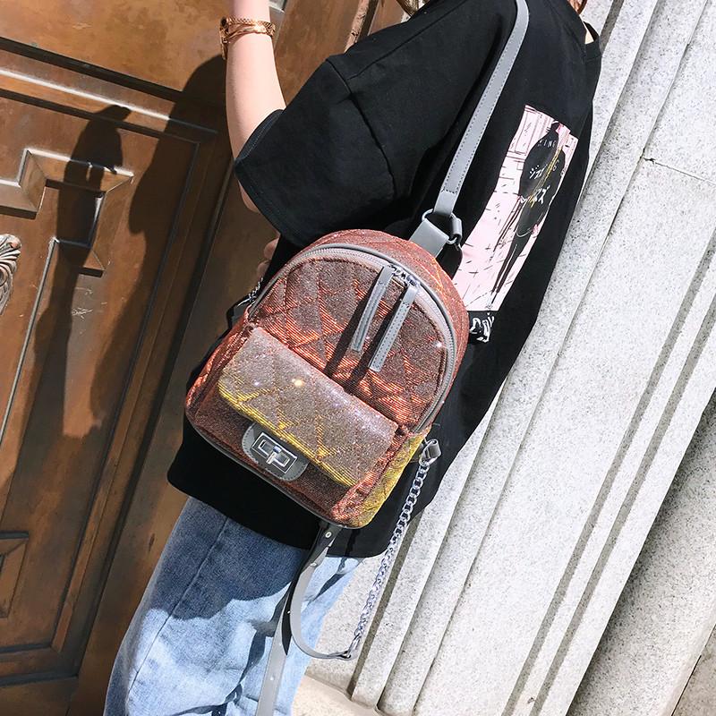 Рюкзак блестящий стеганый коричневый.