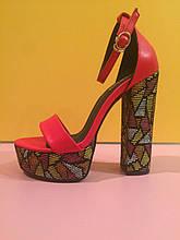 Красные босоножки на толстом разноцветном каблуке , копия