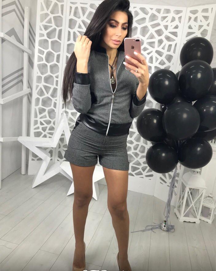 Модный женский костюм шорты и пиджак