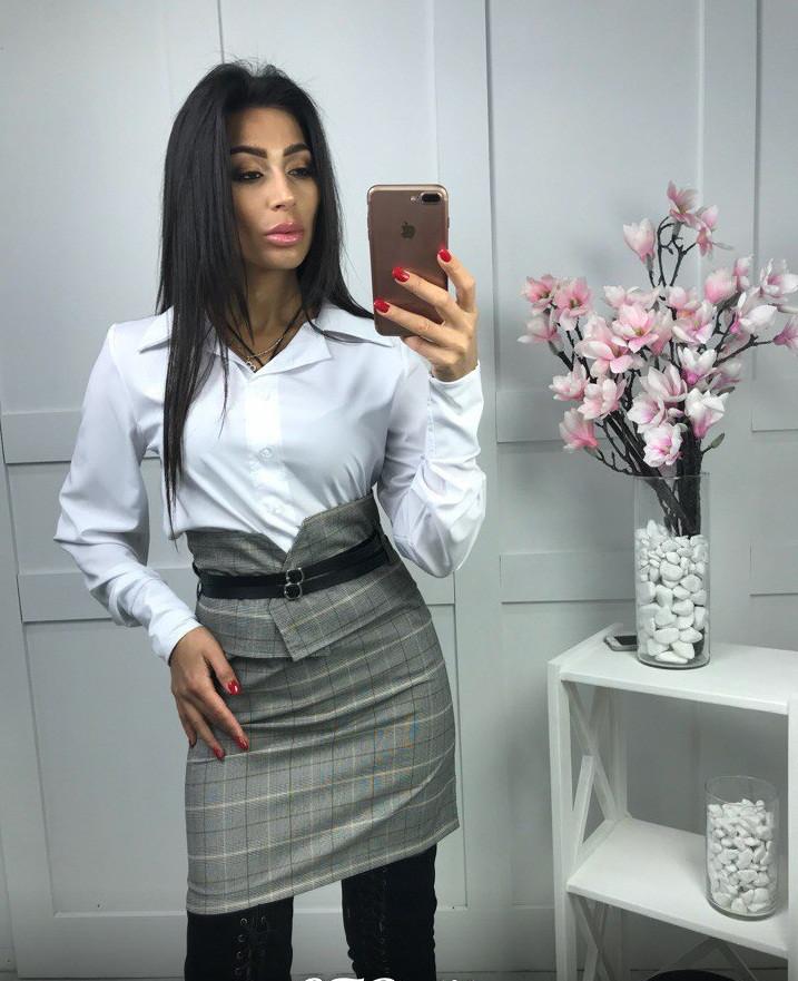 Красивый женский костюм делового стиля