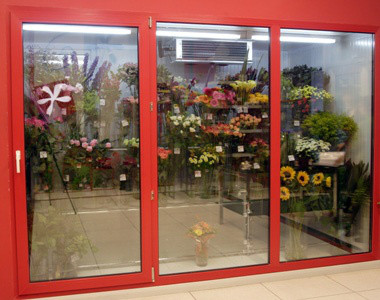 Немаловажным фактом является хранение цветка. Для этого склад оборудован холодильными установками, которые поддерживают температуру в помещении, не смотря на изменения погоды