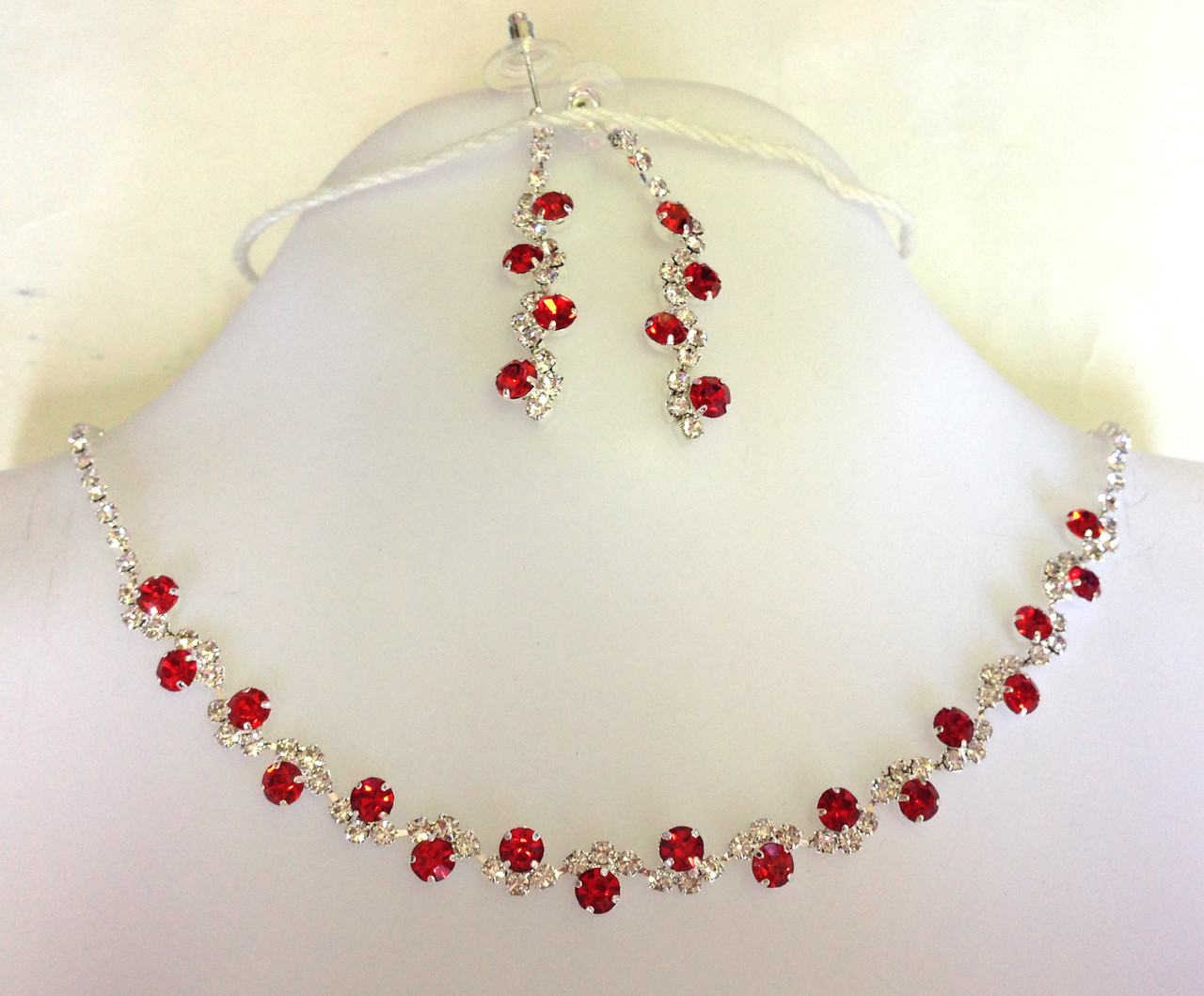 Ожерелье набор красные кристаллы, серебристое