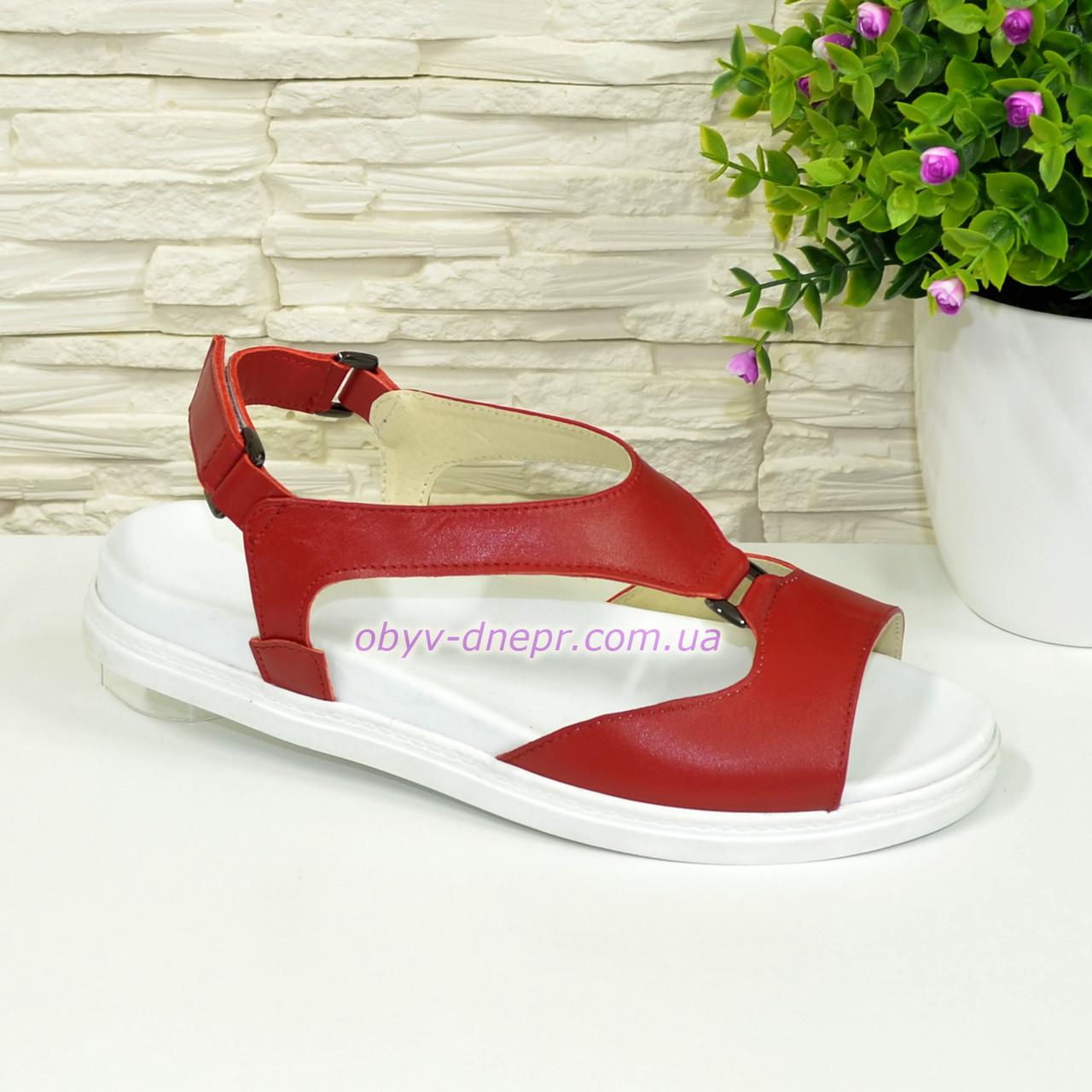 Женские кожаные красные босоножки на низком ходу