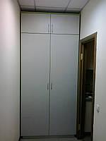 Шкаф в прихожую для офиса