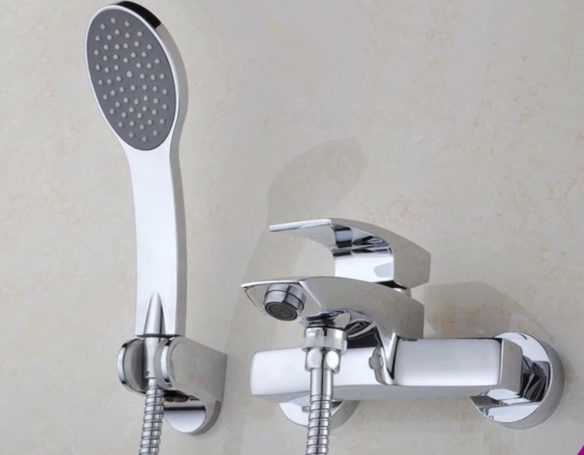 Смеситель для ванной комнаты с европереключателем на лейку 2-021