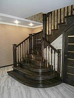 Деревянные лестницы с коваными перилами, фото 1