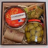 Подарочный набор для женщины (оливки, шоколад, сыр, орехи). Оригинальный подарок подруге, маме, сотруднице