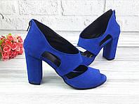 Летние синие туфли на каблуках с открытым носком и закрытой пяткой