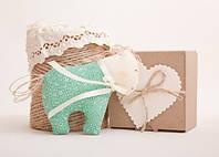Мягкая игрушка авторской ручной работы лошадка с открыткой в подарочной коробке