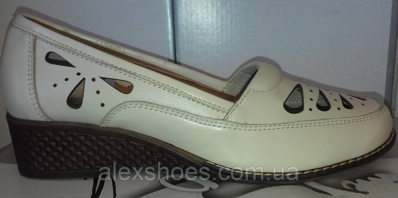 Туфли женские на удобной танкетке из натуральной кожи бежевого цвета от производителя модель СД442-1