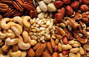 Фисташки, орешки, сухарики