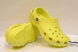 Шлепанцы Crocs Сlassic лимонного цвета
