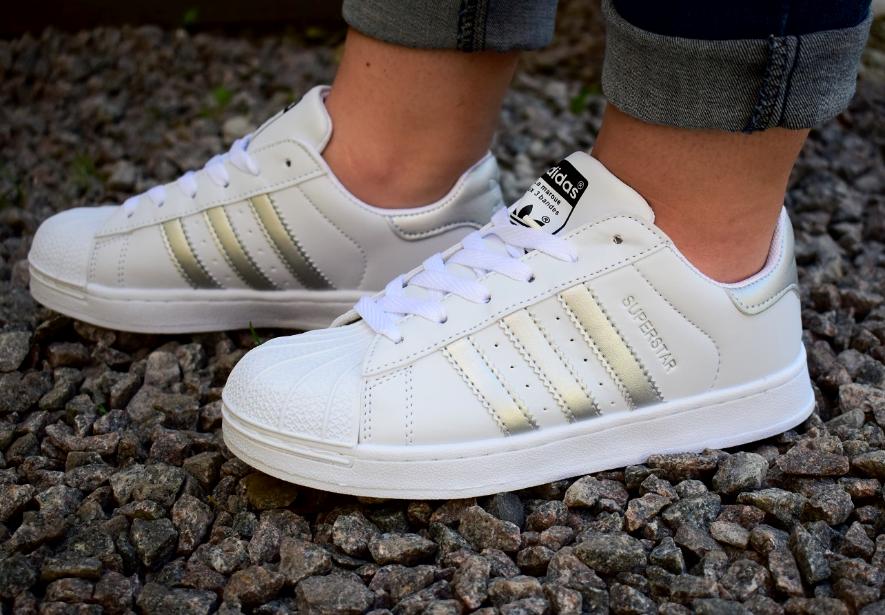 Жіночі кросівки Adidas Superstar - Магaзин мужскoй и жeнской oдежды в Львовской  области adcf4691a0cbb