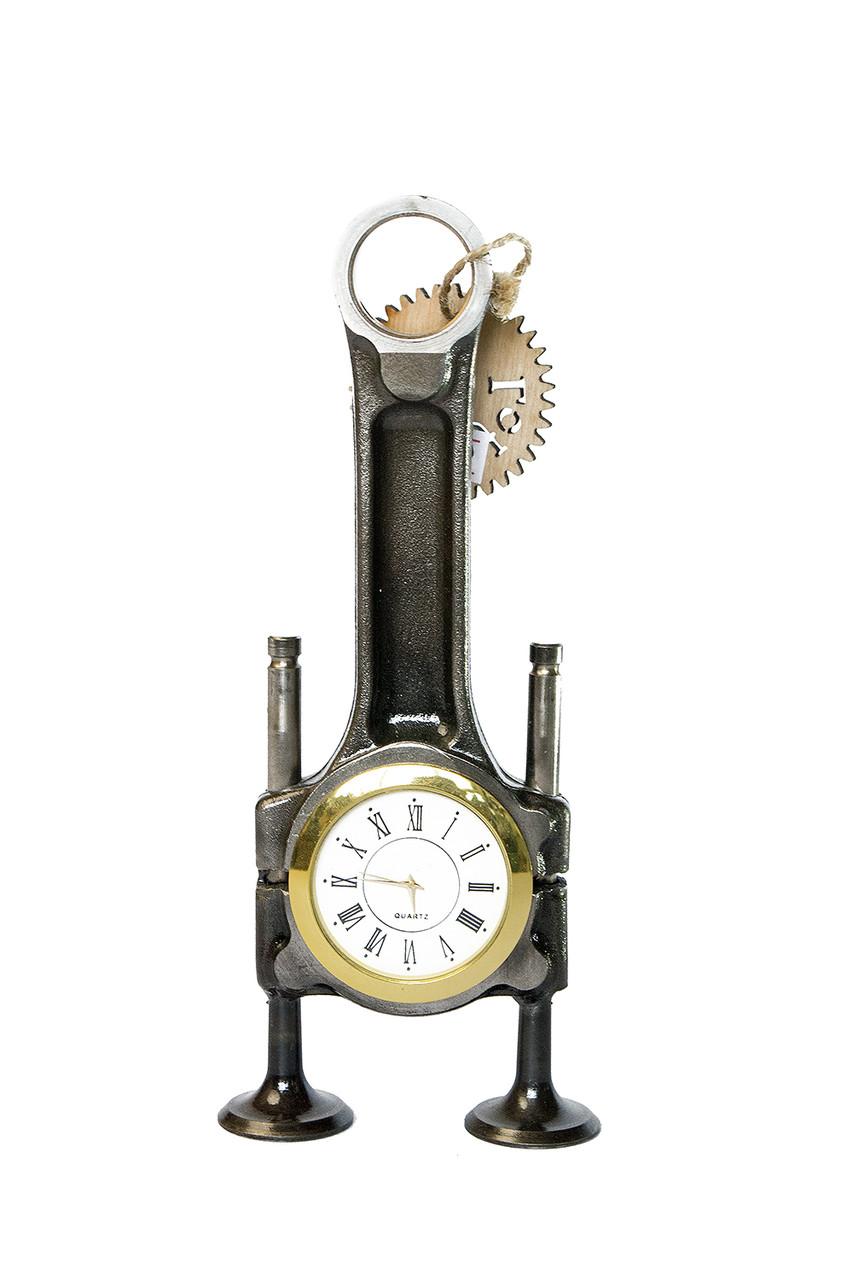 Часы настольные из шатуна и клапанов