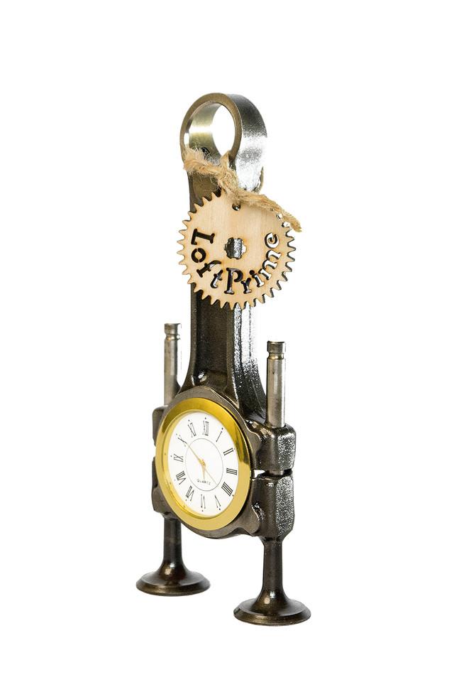 дизайнерские часы на стол в стиле стимпанк