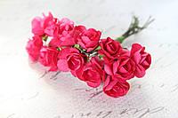 Декоративные бумажные цветочки, розы 2 см 12 шт/уп. на ножке малинового цвета, фото 1