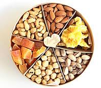 """Подарочный Набор Коробочка с Орехами и Сухофруктуми 650 г """"Lovely nuts"""""""