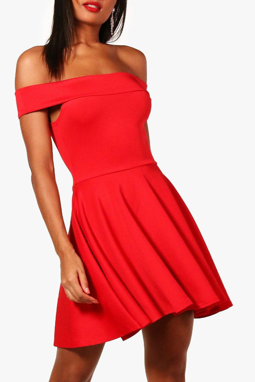 Новое красное платье с открытыми плечами Boohoo