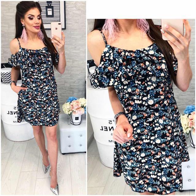 Платье короткое ,летнее  с воланом, модель 102,  принт мелкие цветочки на черном фоне
