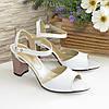 Женские кожаные босоножки на устойчивом каблуке, цвет белый, фото 4